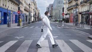 La traversée de Paris (Rue de Rivoli).