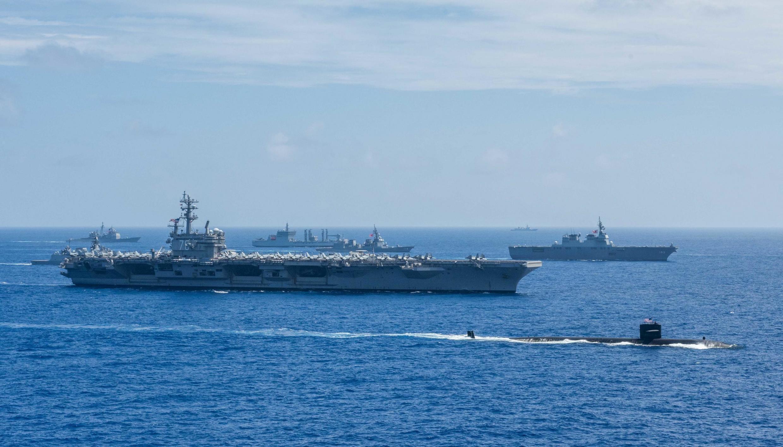 Chiến hạm Ấn Độ, Nhật Bản và Hoa Kỳ thao diễn nhân cuộc tập trận Malabar 2018, ngoài khơi đảo Guam. Ảnh chụp ngày 15/06/2018
