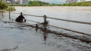 Inondations à Sapporo dans la préfecture d'Hokkaïdo après le débordement de la rivière Toyohira, le 11 septembre.