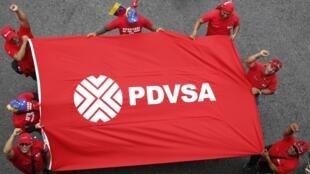 Trabajadores de la Compañía Nacional Petróleos de Venezuela (PDVSA) durante una manifestación de apoyo al gobierno de Maduro, Caracas, 18 de marzo de 2015.