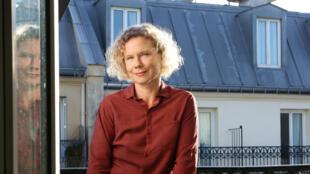 Ludmila Charles publie son premier roman «La belle saison», aux éditions Noir sur Blanc, dans la collection Notabilia.