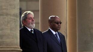O presidente Luiz Inácio Lula da Silva durante cerimônia oficial de chegada com o presidente da África do Sul, Jacob Zuma , em Pretória.