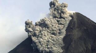 O vulcão Merapi entra em erupção pela segunda vez em uma semana.
