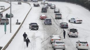 Tempestade de neve atinge o sudeste dos Estados Unidos.