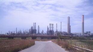 Complexe pétrochimique à Gela en Italie.