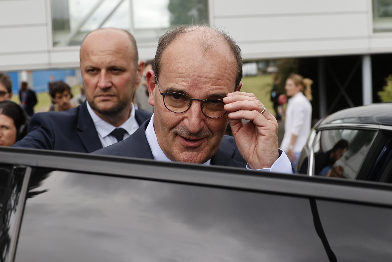 Le nouveau Premier ministre français Jean Castex, le 4 juillet 2020 sur le site de l'entreprise X-FAB au Coudray-Montceau, au sud de Paris.