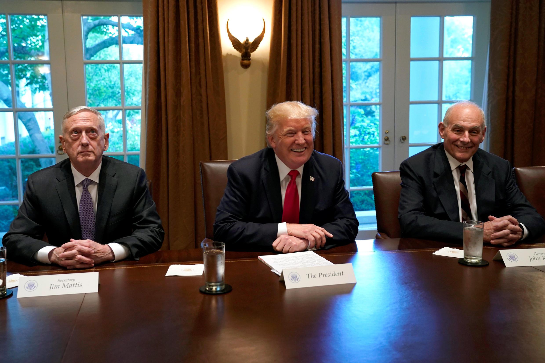 Tổng thống Mỹ Donald Trump họp cùng bộ trưởng Quốc Phòng James Mattis và chánh văn phòng John Kelly tại Nhà Trắng ngày 05/10/2017.