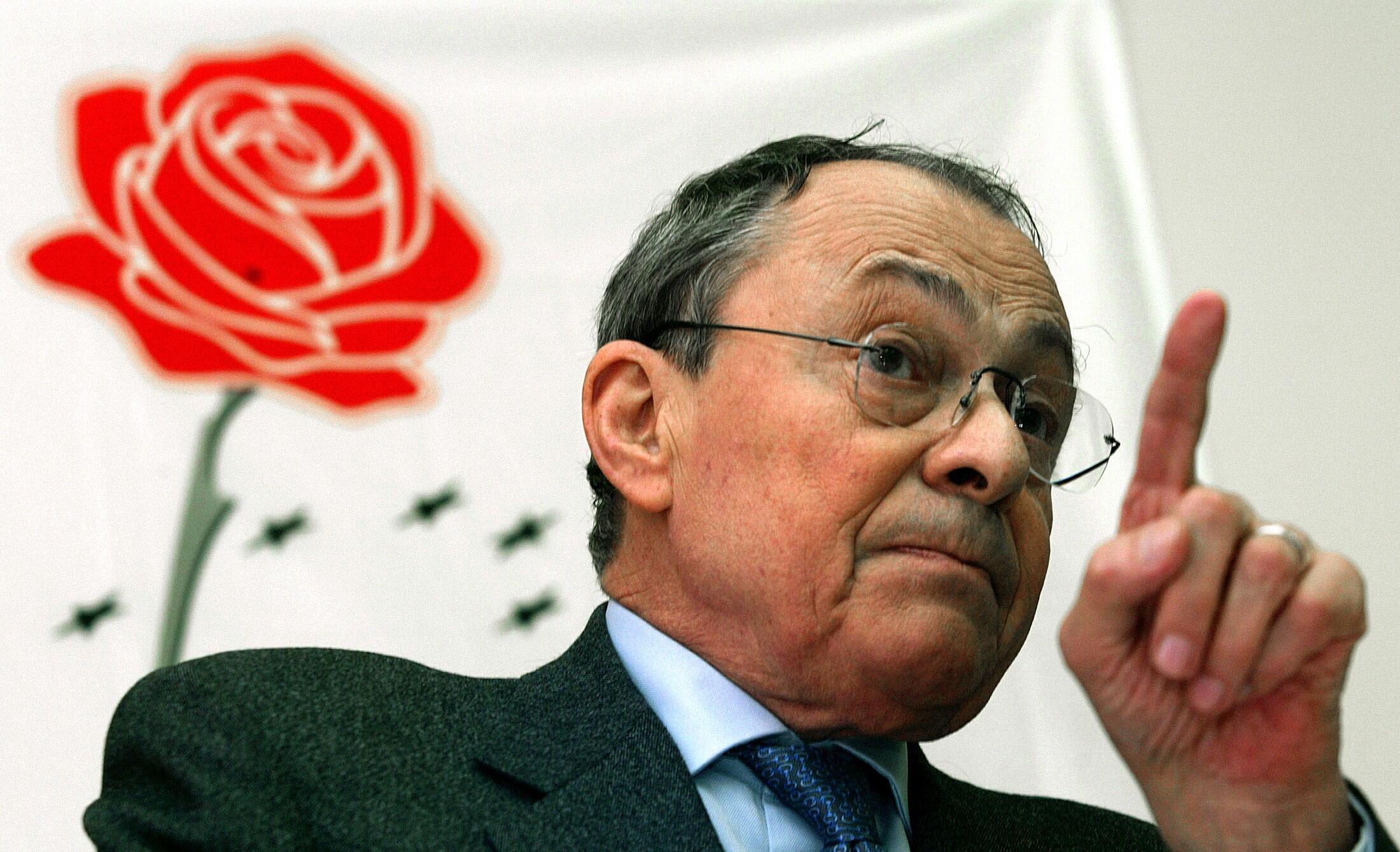 Michel Rocard, em foto de 2004. Socialista morreu aos 85 anos, em Paris.