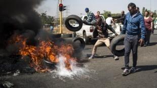 Les membres de la communauté d'Ennerdale, en banlieue de Johannesburg, dénoncent l'insécurité dans leur quartier.