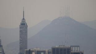 Vista de México DF contaminada.