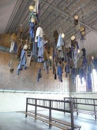 Salle de douche et vestiaire des mineurs