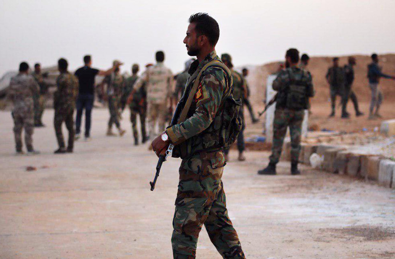 Des militaires des forces armées syriennes dans la base de Tabqa, dans la région de Raqqa, en Syrie, le 14 octobre 2019.