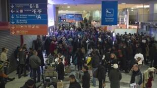 cerca de 40% de vuelos fueron anulados en el aeropuerto de Roissy el domingo.