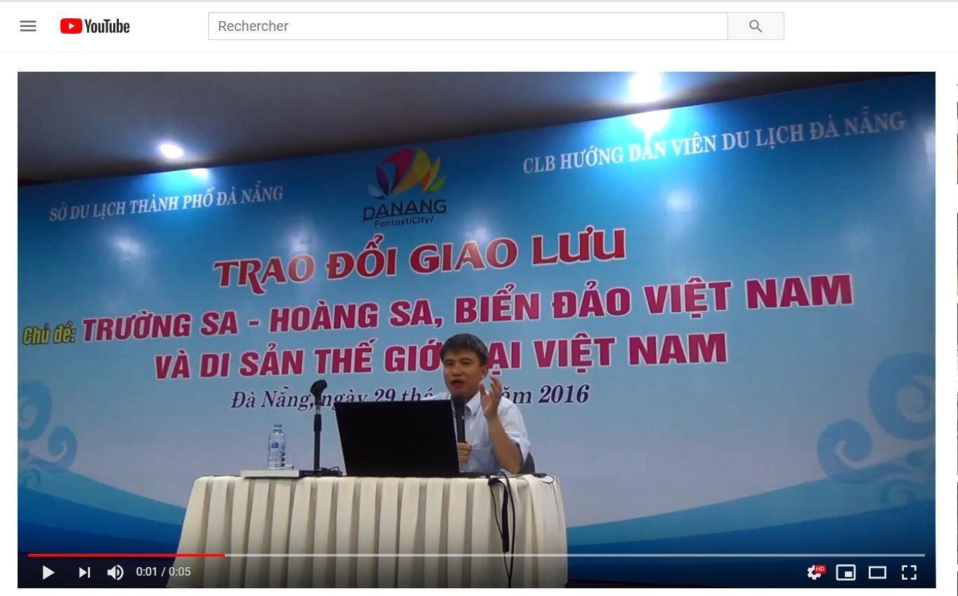 Chuyên gia Trần Đức Anh Sơn trong một chương trình hội thảo về Hoàng Sa và Trường Sa tại Đà Nẵng.