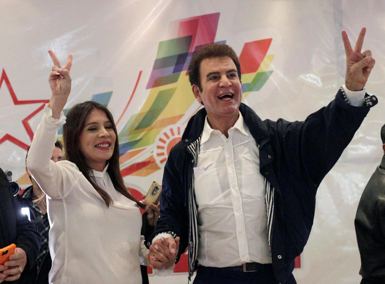 O candidato opositor esquerdista Salvador Nasralla lidara as eleições em Honduras, com 45,17% dos votos, contra 40,21% do presidente Juan Orlando Hernández, anunciou na madrugada desta segunda-feira o Tribunal Supremo Eleitoral (TSE).