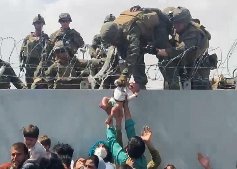 Afghanistan - Kaboul - aéroport - soldat américain - bébé