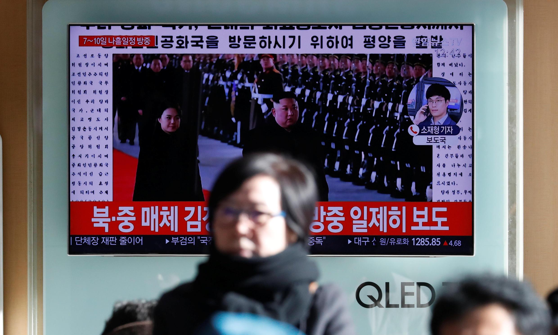 正在收看金正恩訪華電視的韓國市民  2018 1 8 首爾