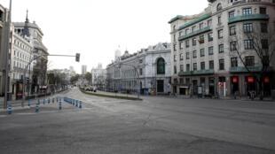 As ruas de Madri vazias neste domingo, 15 de março de 2020.
