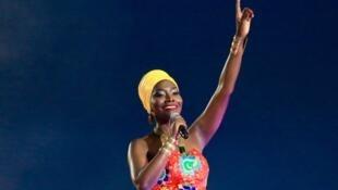 La Sénégalaise Coumba Gawlo Seck, surnomée «la diva à la voix d'or», chante aussi pour la finale de la Coupe d'Afrique des nations.