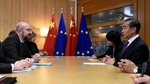 歐盟理事會主席米歇爾與來訪的中國外交部部長王毅17日在布魯塞爾會談