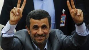O presidente iraniano Mahmoud Ahmadinejad não pode concorrer a um terceiro mandato e apoia a candidatura de seu chefe de gabinete, Esfandiar Mashaí.