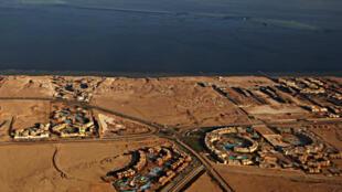 La justice égyptienne a annulé le traité qui prévoyait la cession des îles de Tiran (premier plan) et Sanafir (second plan) à l'Arabie saoudite. Photo prise le 14 janvier 2014.