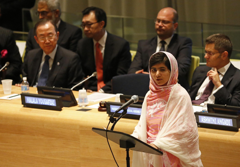 Malala Yousafzai mwanaharakati msichana aliyepigwa risasi na kunusurika na wapiganaji wa Taliban