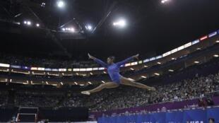 A ginasta brasileira Daiane dos Santos em exibição no torneio pré-Olímpico de Londres.