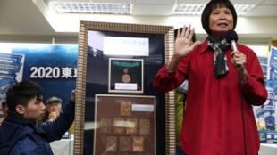 「2020東京奧運台灣正名公投記者會」15日在台大校友會館舉行,訴求將「中華台北隊」正名為「台灣隊」,「飛躍羚羊」紀政(右)帶著奧運獎牌現身支持正名公 投。