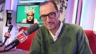 Rodrigo García en los estudios de RFI