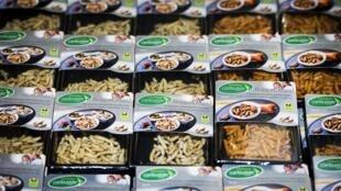 Depuis le vendredi 31 octobre, les clients néerlandais de deux supermarchés Jumbo peuvent remplir leurs chariots avec des plats à base d'insectes.