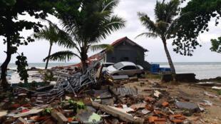 """Pwani ya Carita katika Mkoa wa Banten Indonesia ni mojawapo ya maeneo yaliyoathirika zaidi na Tsunami """"volkano"""" ya tarehe 22 Desemba 2018."""