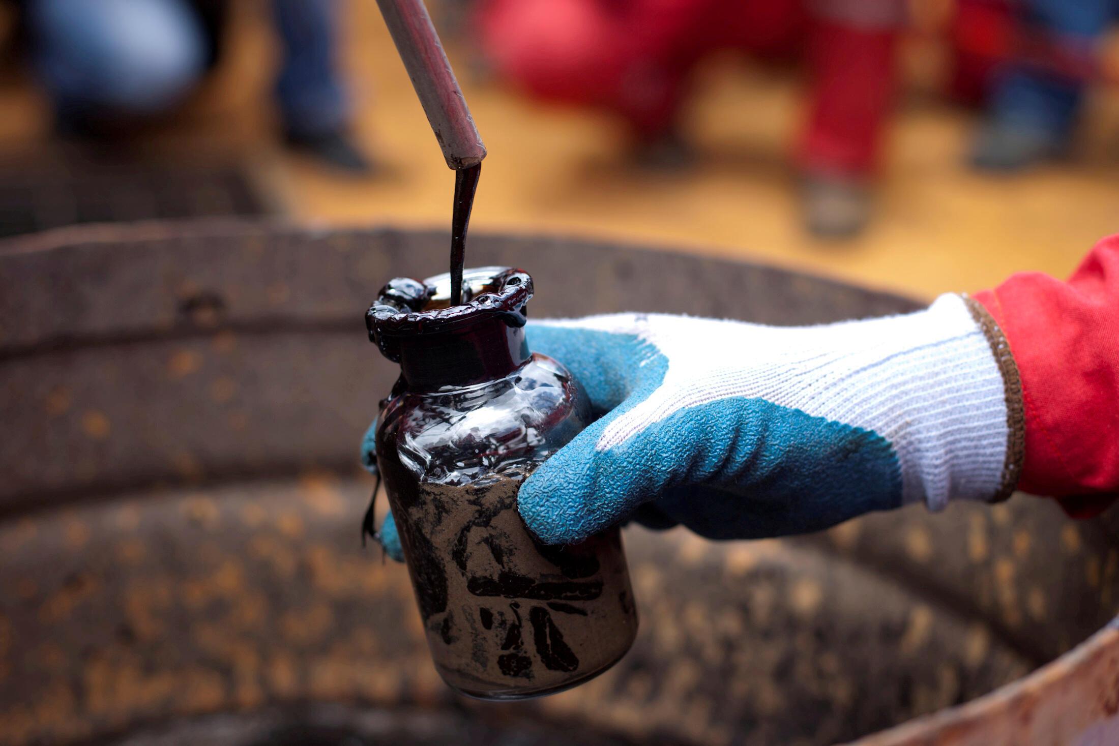 2021-01-13T232644Z_447267268_RC2B7L9HPEMX_RTRMADP_3_VENEZUELA-OIL-DEALS