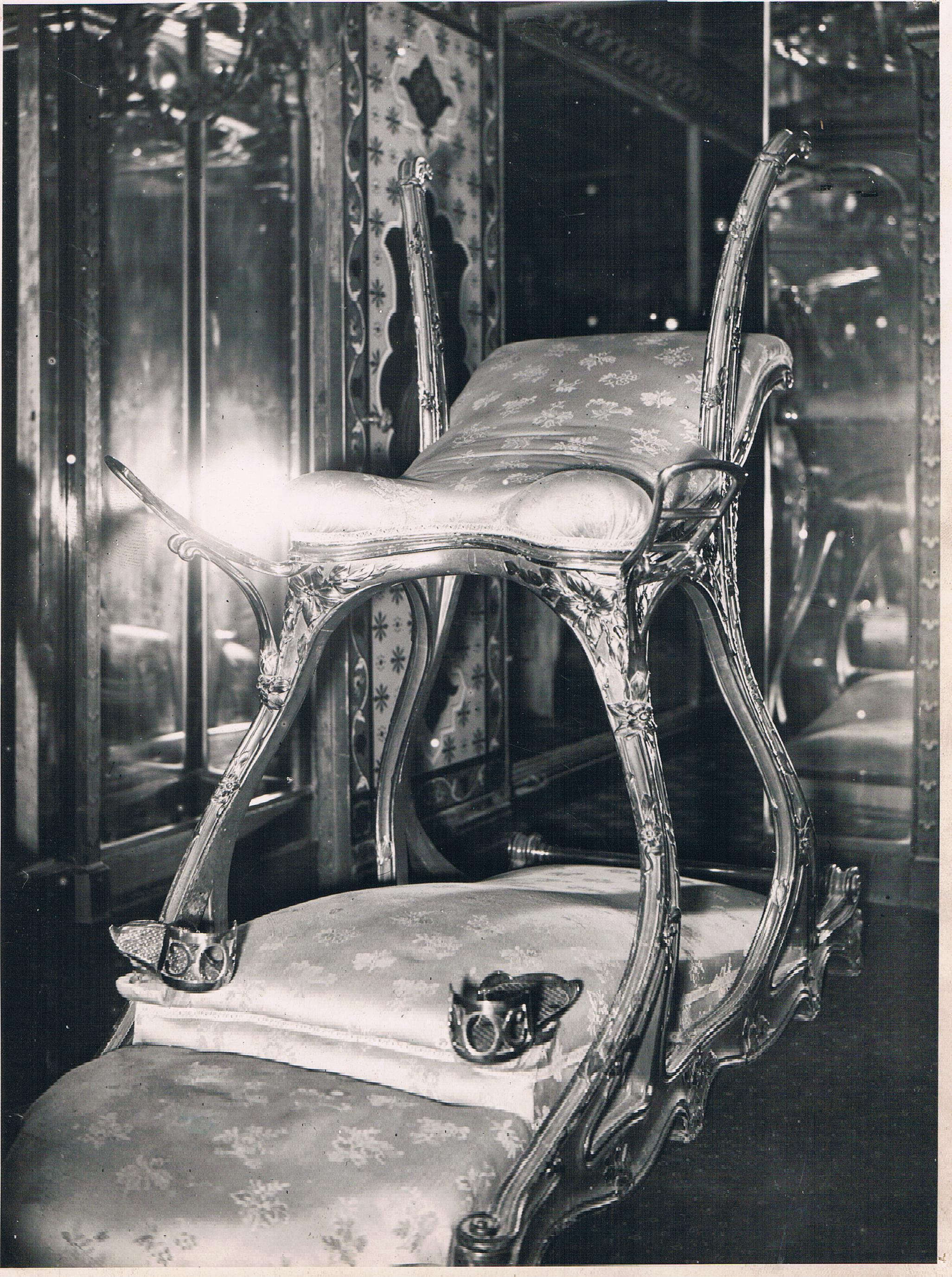 Le siège d'amour du Prince de Galles, mobilier du Chabanais.