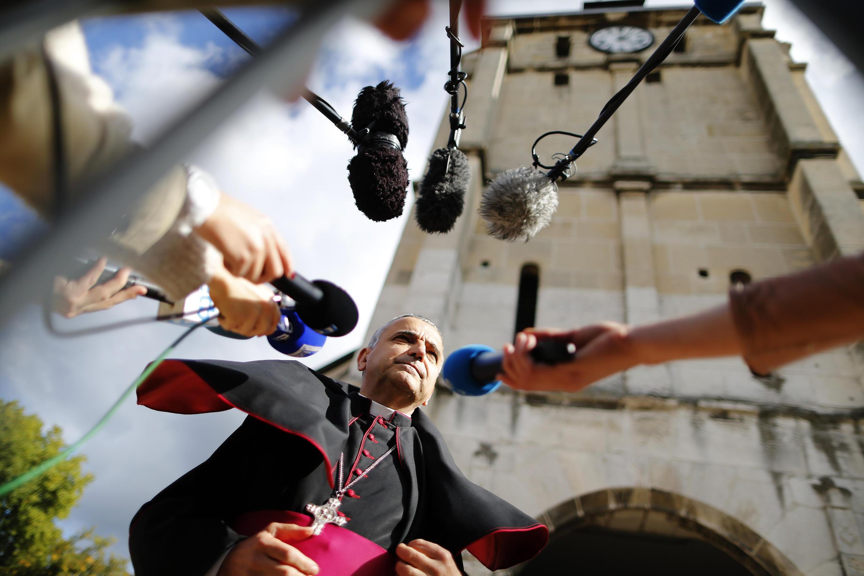"""کلیسای شهر """"سنت اِتییِن دو رووره""""، طی مراسمی با حضور چند صد نفر از پیروان دین مسیحیت بازگشایی شد."""