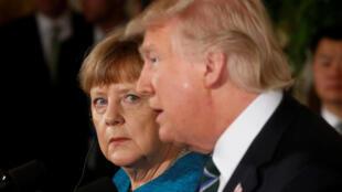 La chancelière allemande Angela Merket (g.) et le président américain Donald Trump lors d'une conférence de presse commune à la Maison Blanche, le 17 mars 2017.