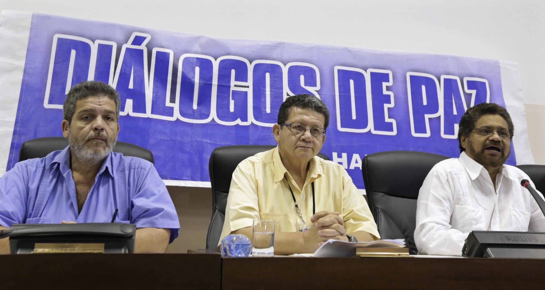 Los negociadores de las FARC Pablo Catatumbo e Iván Márquez en La Habana, en junio de 2014.