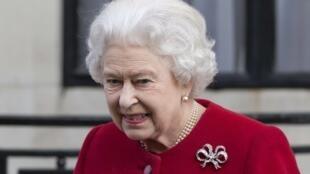 Rainha Elizabeth 2ª deixa hospital em Londres, na tarde desta segunda(4).