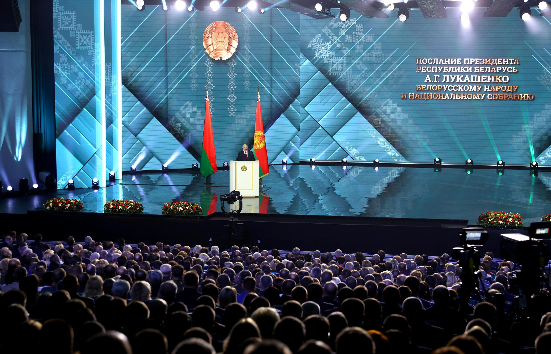За пять дней до выборов президента Беларуси, 4 августа, Александр Лукашенко обратился с ежегодным посланием к народу и парламенту.
