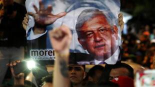 «C'est un jour historique», avait lancé dans la matinée à la presse le vétéran de gauche, surnommé «AMLO», avant de voter à Mexico.