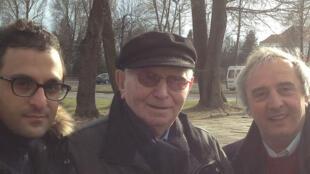 Benjamin Orenstein (C) est l'un des derniers survivants d'Auschwitz.