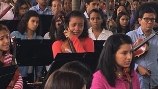 Homenaje al violinista muerto en una protesta, Armando Cañizales.