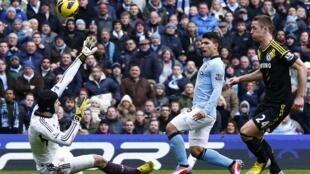 Một trận đấu giữa đội Manchester và Chelsea trong Giải bóng đá Ngoại hạng Anh ngày 24/02/2013.