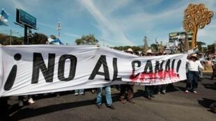尼加拉瓜反对兴建洋际运河项目的示威者 2014 12 10.