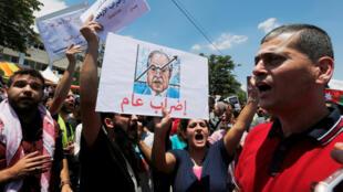 Manifestação pedindo a demissão do primeiro ministro da Jordânia Hani Mulki