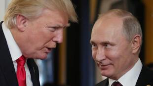 Дональд Трамп и Владимир Путин в Хельсинки 16 июля 2016.