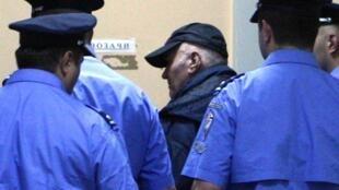 Ratko Mladic mjini Belgrade Mei26 2011 kabla ya kufikishwa mbele ya Jaji Mserbia