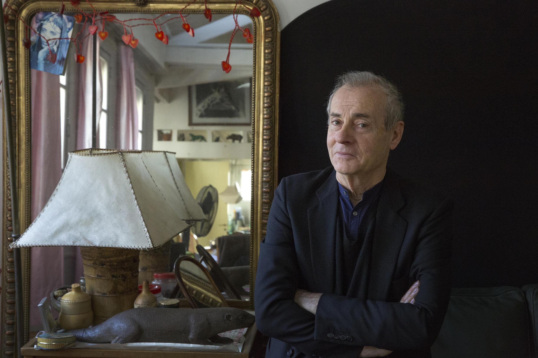 Portrait de Jean Rolin, qui publie Crac aux éditions P.O.L.