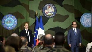 François Hollande a tenu un dernier discours devant la force française Sangaris basée à Bangui, le 13 mai 2016. Quelques centaines de militaires resteront cependant positionnés en RCA.