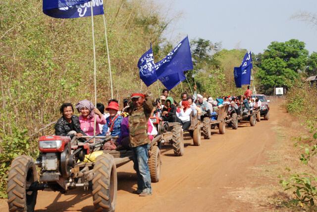 Hơn 500 người thiểu số ở Stung Treng và Ratanak Kiri, Cam Bốt biểu tình chống dự án thủy điện Hạ Sesan 2 của Trung Quốc, ngày 28/02/2012.
